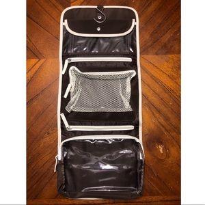 Handbags - NWT hanging cosmetic case